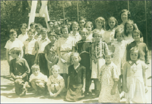 Stanley Wallace at Beaver Meadow School, second row, fourth from left, next to the frowning girl.