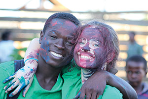Patrick Chikoloma with Lydia Duncan from Norwich painting a mural (and a bit of body painting!) in Chibolya, Lusaka, Zambia
