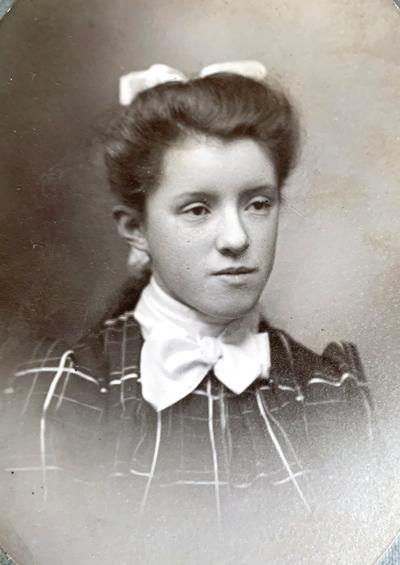 Mary Bush, Edastina's sister